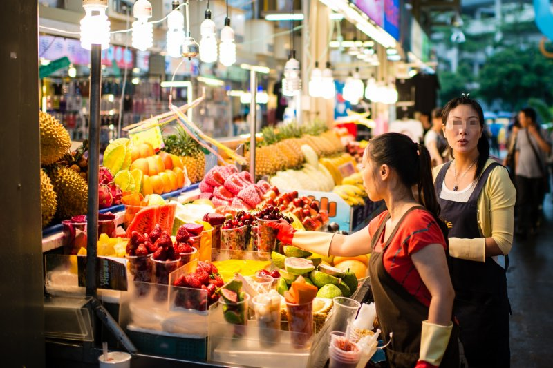 民眾對於食物保存期限的認知不足,多數消費者認為,只要過期就代表壞了、不能吃...(圖/Jorge Gonzalez@flickr)