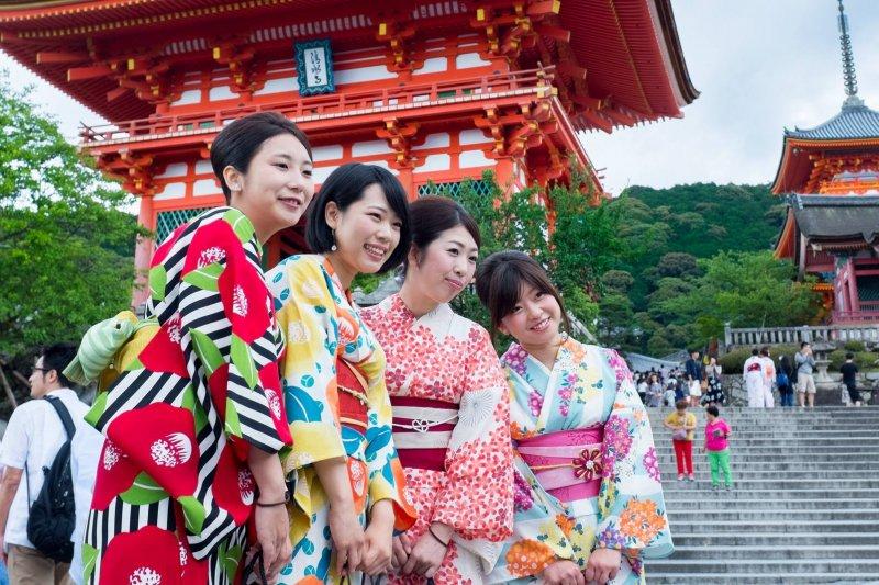 去日本玩,背包客、跟團、或是三五好友自由行,都有各種不同的上網選擇!(圖/Kristoffer Trolle@Flickr)