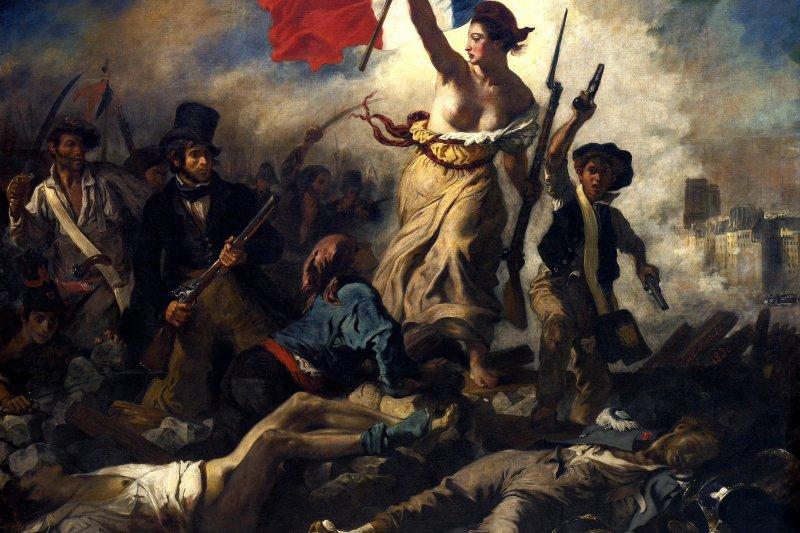法國畫家德拉克羅瓦的名作《自由領導人民》,其中女主角的裸胸被法國總理形容成「法國精神的象徵」。(圖/維基百科)