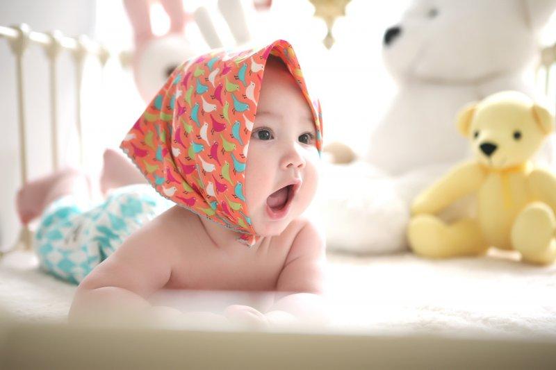 市面上奶瓶材質種類繁多,新手媽媽到底用哪一種對寶寶最好?(圖/jelly@pixabay)