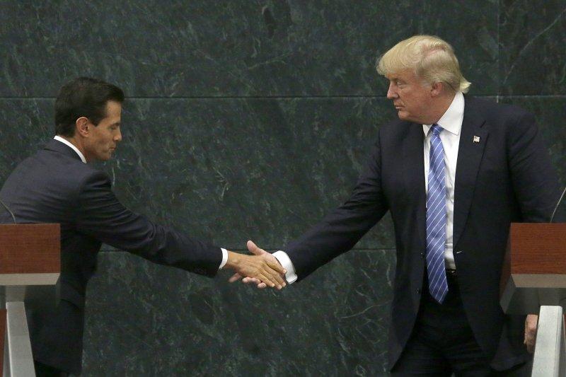 川普與墨國總統潘尼亞涅托會面。(美聯社)
