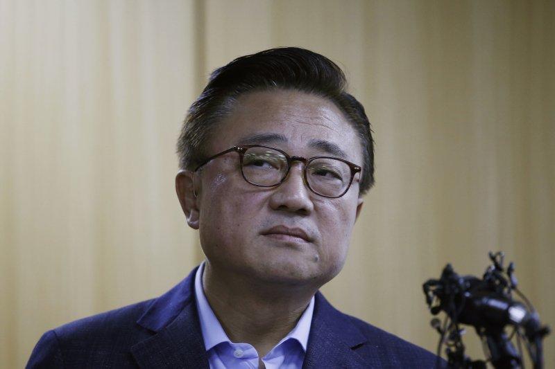 三星電子無線事業部負責人高東真社長2日召開記者會,為Galaxy Note7風波正式道歉。(AP)