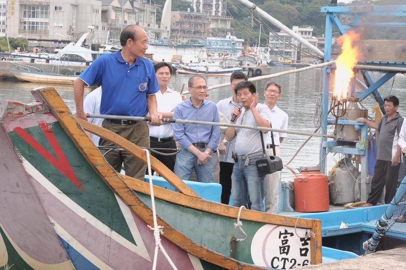 行政院長林全曾赴台電北部展示館與北海岸鄉親面對面座談。(資料照片,林全臉書)