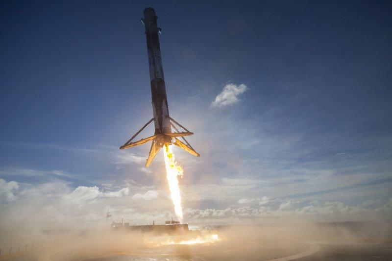 美國SpaceX公司的「獵鷹9號」(Falcon 9)火箭5月27日發射之後由海上平台回收(AP)