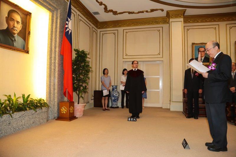 20160902-民進黨新科立委郭正亮2日於立法院宣誓就職。(顏麟宇攝)
