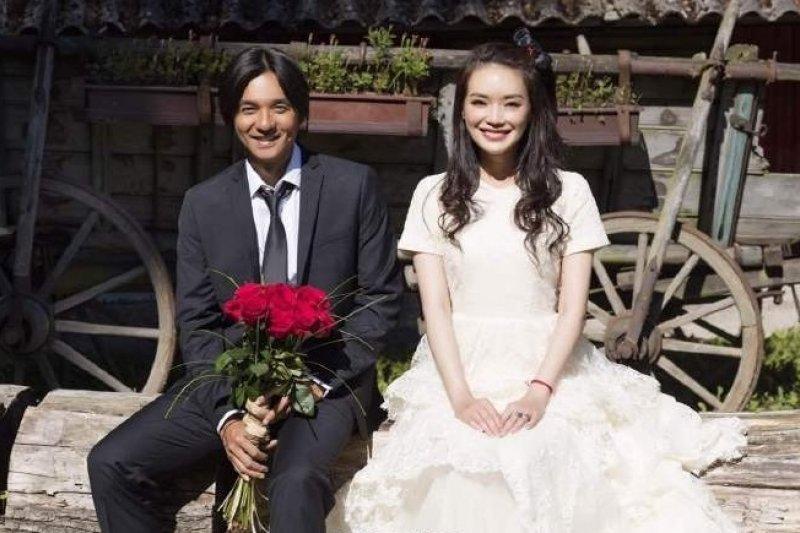 舒淇與馮德倫4日突然宣布結婚。(翻攝微博)