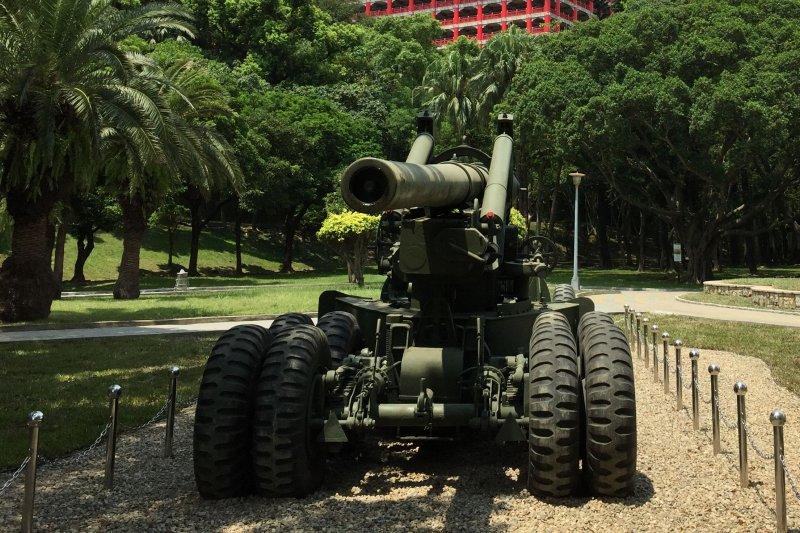 八二三砲戰紀念公園「M594-155公釐加農砲」是從南投縣集集鎮的兵整中心北運。(台北市政府)