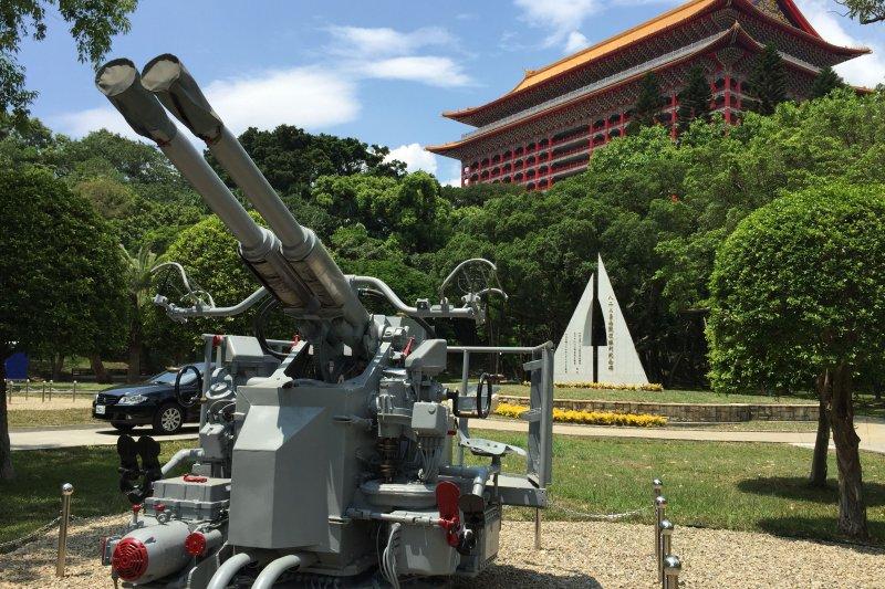 八二三砲戰紀念公園「40/L60砲」是從高雄海軍營區託運至台北市。(台北市政府)