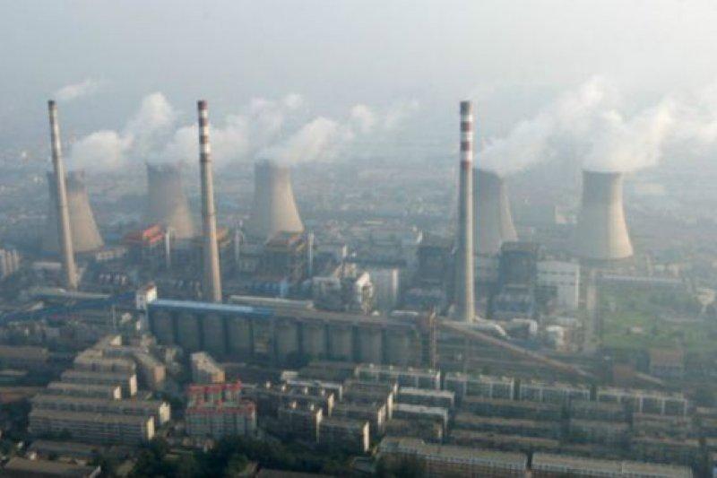 作為世界上最大的碳排放國,中國批准巴黎氣候變化協議意味著將減少來自鋼鐵、水泥、造紙和發電等主要工業部門的排放。(BBC中文網)