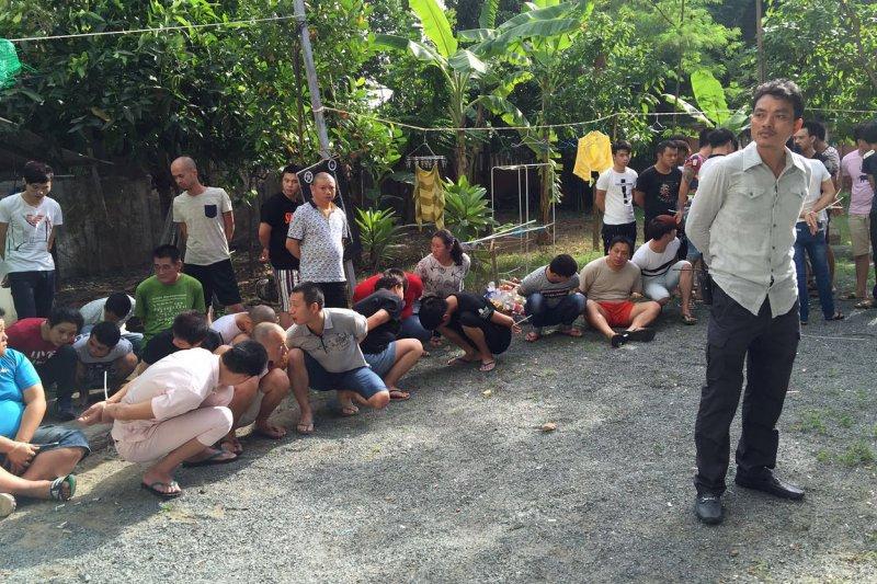 柬埔寨逮捕一批台灣與中國的電信詐欺疑犯。(AP)