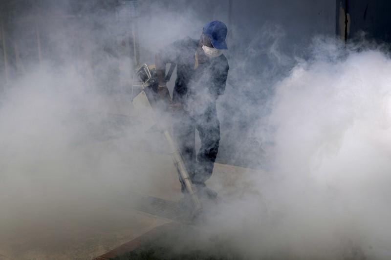 新加坡茲卡病毒疫情升溫,病例爆增突破200例,當局啟動大規模滅蚊行動(AP)