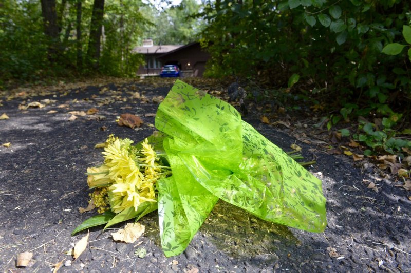 民眾在魏特林失蹤的地點獻花。(美聯社)