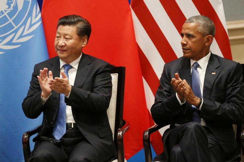 美國總統歐巴馬3日與中國國家主席習近平共同宣布正式批准對抗全球暖化、氣候變遷的《巴黎協定》(Paris Agreement)(AP)