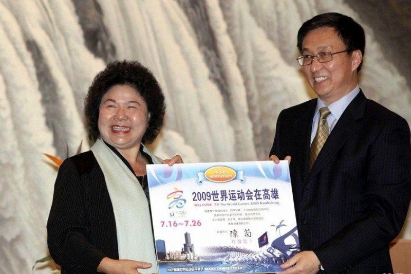 2009年,高雄市陳菊為宣傳世運會登陸,時任上海市長韓正特別出面接待。(新浪網)