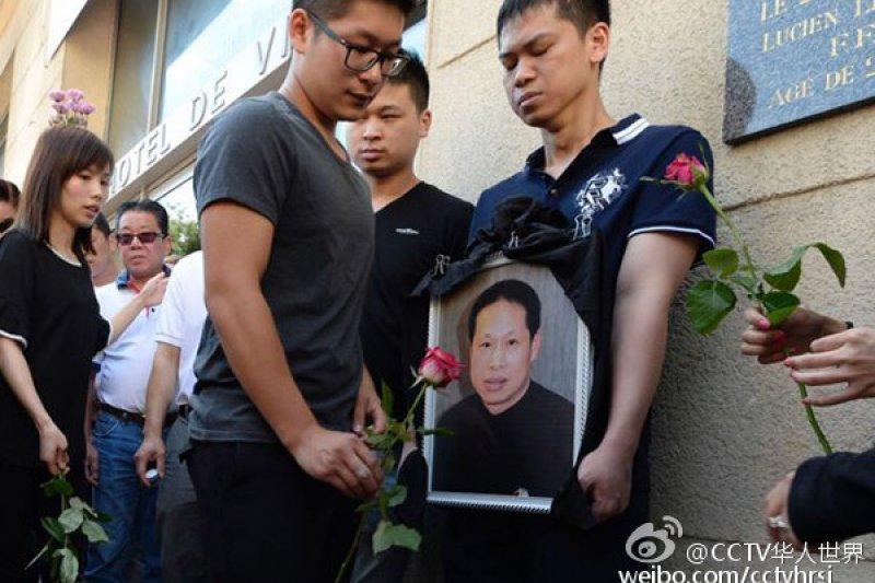 49歲的旅法華僑張朝林上個月遭到北非裔青年搶劫、遇害身亡。(翻攝微博)