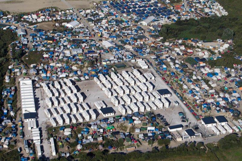 法國加萊難民營空照圖(美聯社)