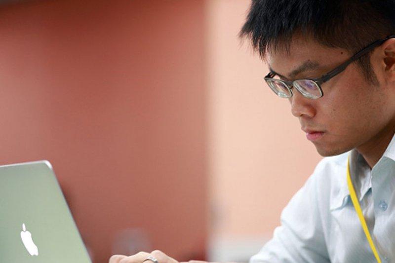 27歲台灣男生黃一展,在紐約聯合國資訊與通訊科技辦公室工作。(30雜誌提供)