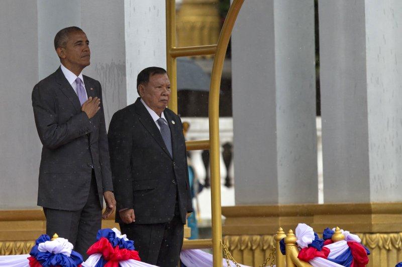 美國總統歐巴馬(左)與寮國總統沃拉吉。(美聯社)