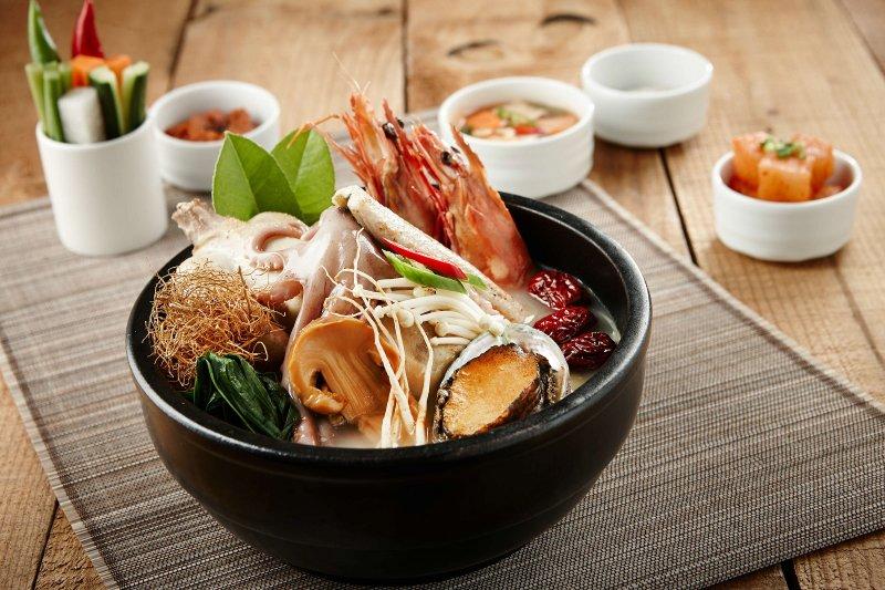 蔘雞湯等在韓劇裡常出現的人氣菜色,在「韓瘋天菜美食節」一次通通吃個夠!(圖/澎湖福朋喜來登酒店提供)