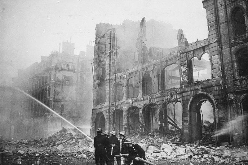 倫敦大轟炸後的慘狀。(維基百科/public domain)