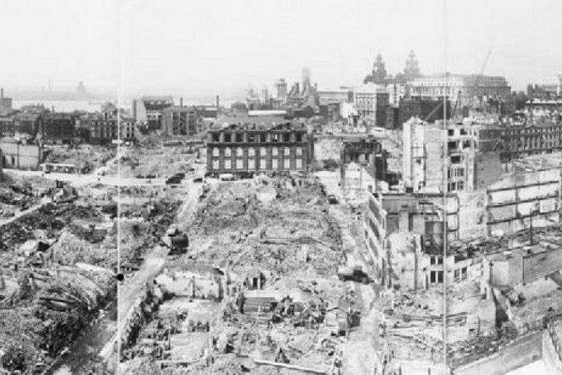 經歷轟炸後的利物浦。(維基百科/public domain)