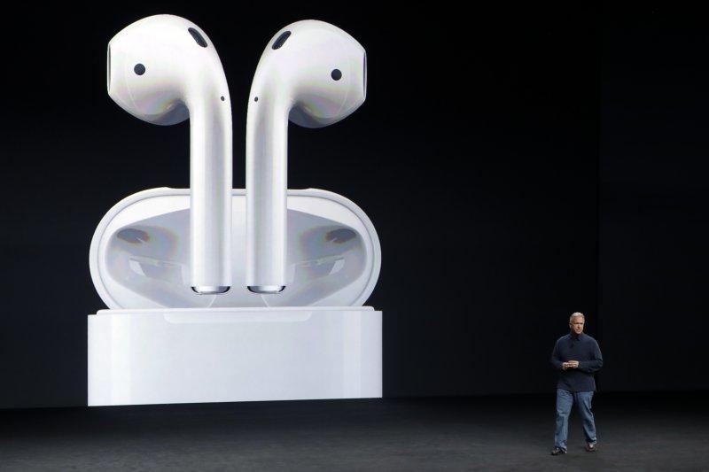 蘋果iPhone 7的AirPods耳機(美聯社)
