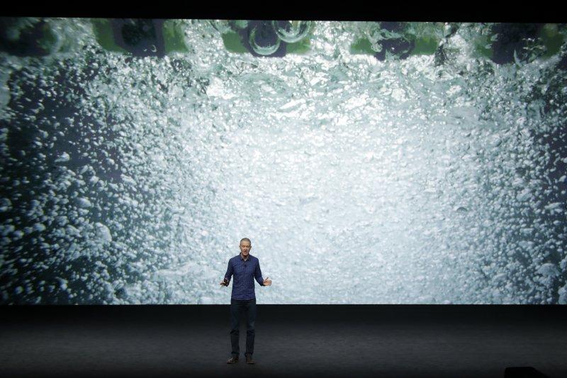 蘋果Apple Watch Series 2有防水功能(美聯社)