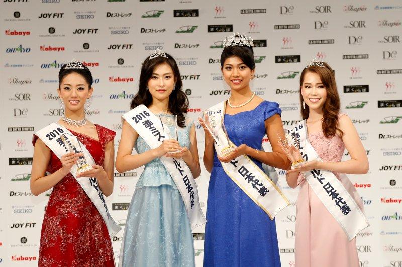 吉川與其它3名準日本代表合影。(取自世界小姐日本代表大會官網)