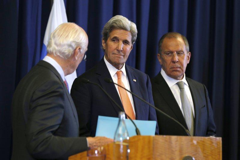 美國國務卿凱瑞與俄羅斯外長拉夫羅夫進行協商,並於9日宣布,兩國達成停火協議。(美聯社)