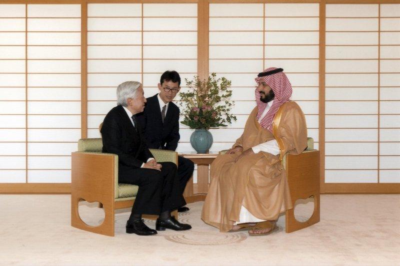 日本明仁天皇1日接見沙烏地阿拉伯副王儲穆罕默德.本.薩勒曼(Mohammed bin Salman)。(美聯社)