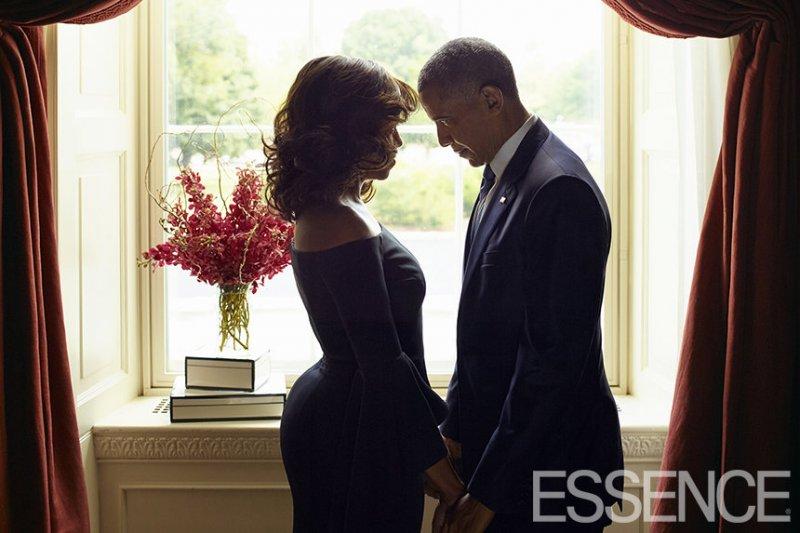 美國總統歐巴馬與第一夫人蜜雪兒在白宮秀恩愛,照片登上黑人女性時尚月刊《精華》(Essence)封面(BBC中文網)
