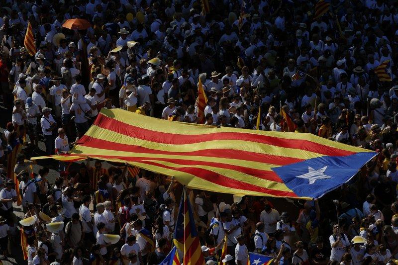 西班牙加泰隆尼亞自治區慶祝911民族日,表達獨立建國訴求。(美聯社)