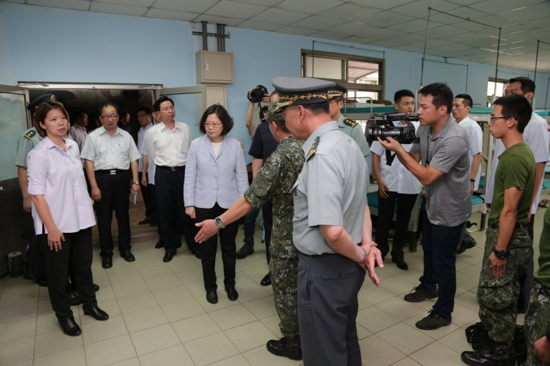 2016-09-12-蔡英文視導裝甲542旅07-總統府提供