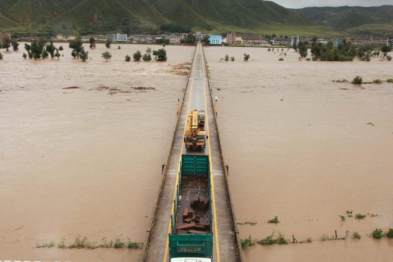 雖然面臨嚴重洪患,北韓當局還是繼續進行核試。(新華社)