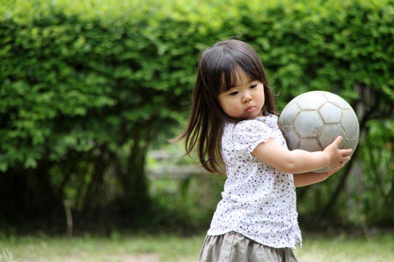 讓孩子自行摸索屬於他的世界吧!(圖/MIKI Yoshihito@flickr)