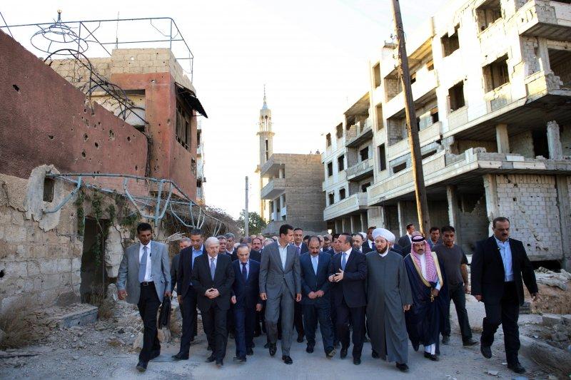 敘國總統阿塞德在停火協議實施前到反叛軍日前投降的達拉雅地區放話,誓言將從「恐怖分子」手中收復失地。(美聯社)