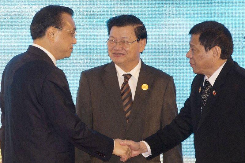菲律賓總統杜特蒂與中國國務院總理李克強。(美聯社)