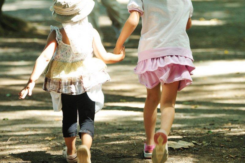 「戀童癖」指某個對與青春期前兒童發生性關係感興趣的成年人。(圖/ajari@flicker)
