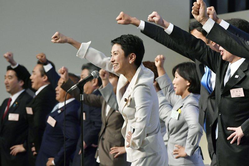 日本台裔參議員蓮舫15日當選民進黨黨魁(AP)