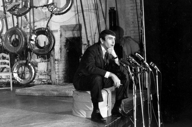 美國當代戲劇大師阿爾比(Edward Albee),攝於1967年5月(AP)
