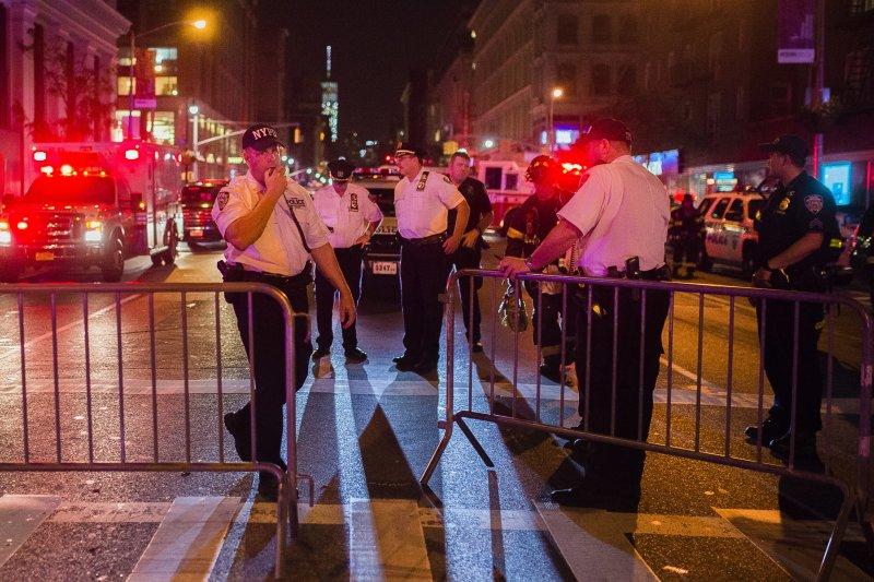 美國紐約曼哈頓爆炸案,警方高度戒備。(美聯社)