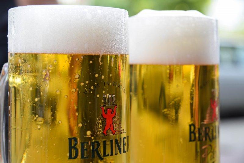 許多人或許不知道啤酒可能是葷的,裡面可能添加了魚鰾製成的魚膠。(圖/Maria Eklind@flickr)