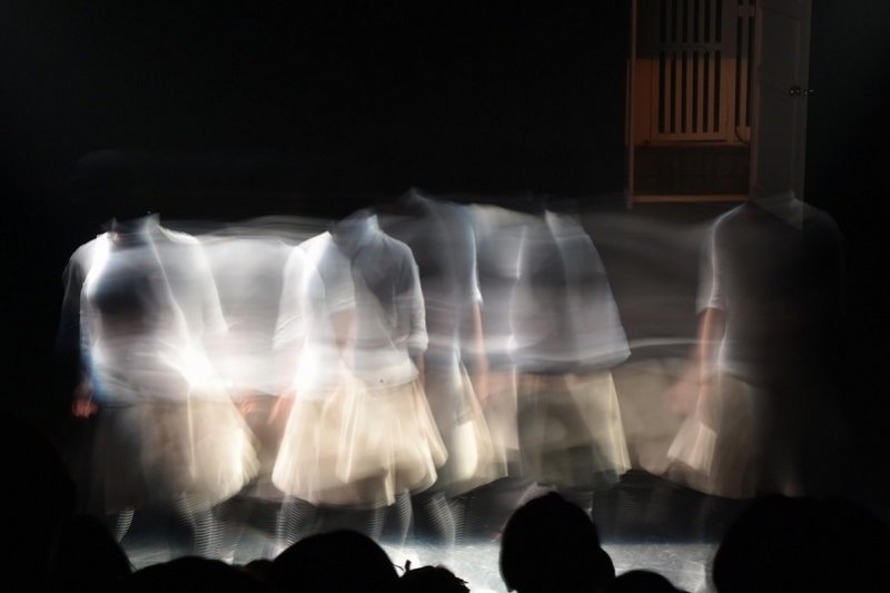 藝術不能靠壓榨而得。(圖為「體相舞蹈劇場」與「三十舞蹈劇場」共同推出的《看見—關係》/關渡藝術節官網)