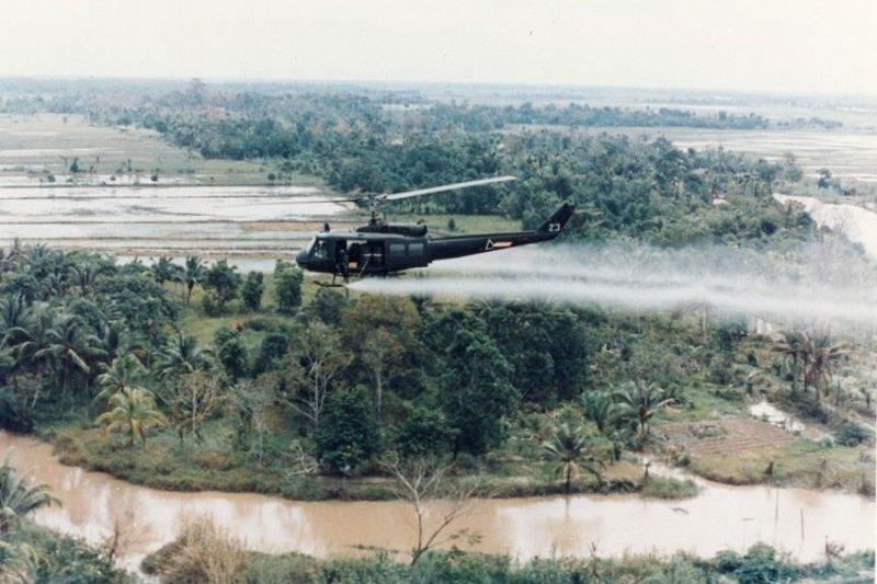 孟山都生產的橙劑在越戰時使用,迄今遺毒未清。