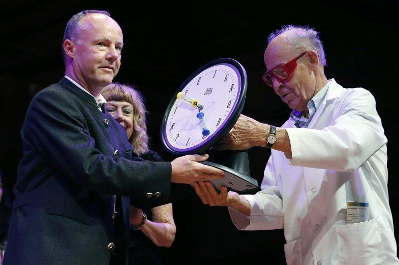 2016年搞笑諾貝爾獎頒獎典禮,文學獎得主(AP)