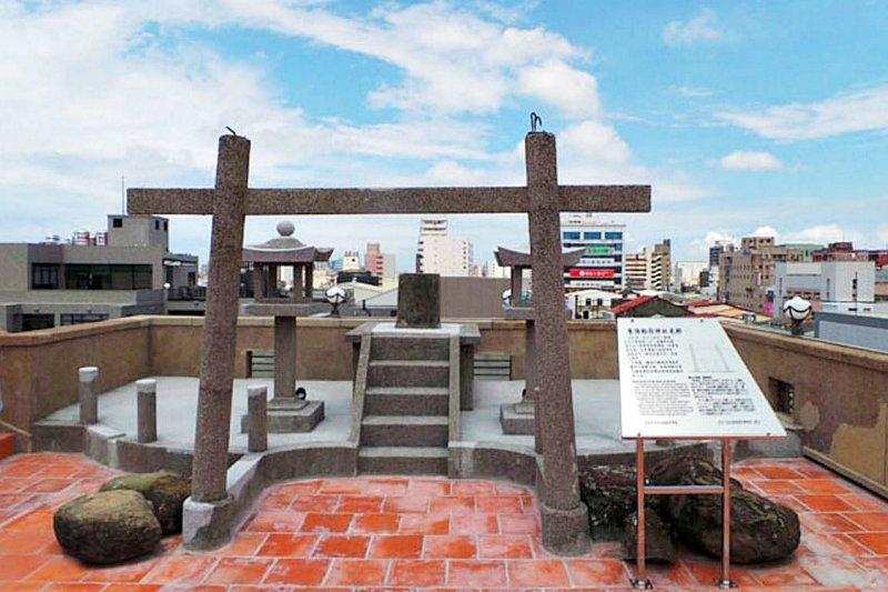 「末廣社」為台灣僅存店舖建築內的空中神社。(翻攝自林百貨官方網站)
