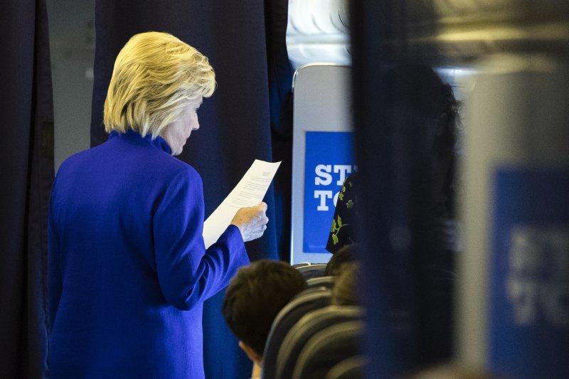 9月26日美國迎來2016總統大選第一場電視辯論,希拉蕊準備得非常賣力。(美聯社)