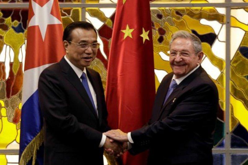 中國總理李克強抵達古巴展開正式訪問。(圖取自BBC中文網)