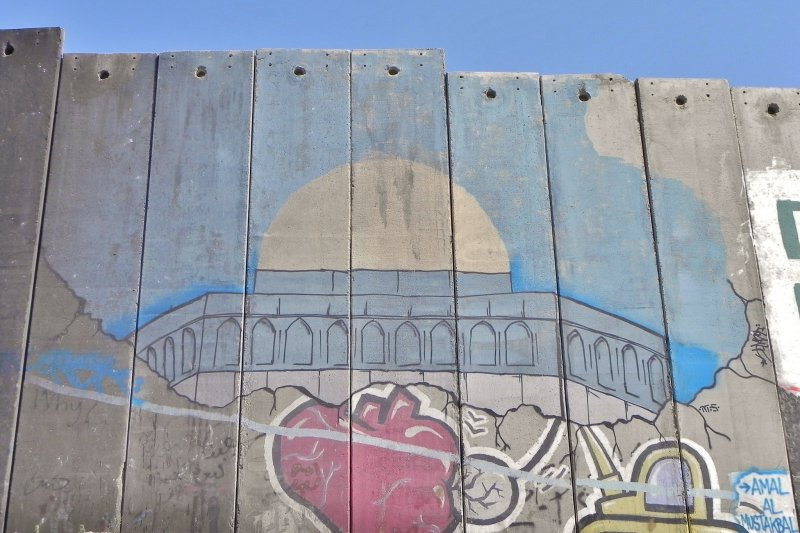 無法進入耶路撒冷的巴勒斯坦民眾,只能把岩頂清真寺畫在牆上遙想。(圖/簡恆宇攝)