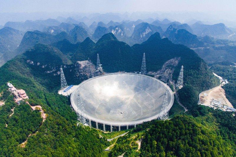 世界最大單口徑電波望遠鏡——500公尺口徑球面射電望遠鏡(FAST)。(美聯社)